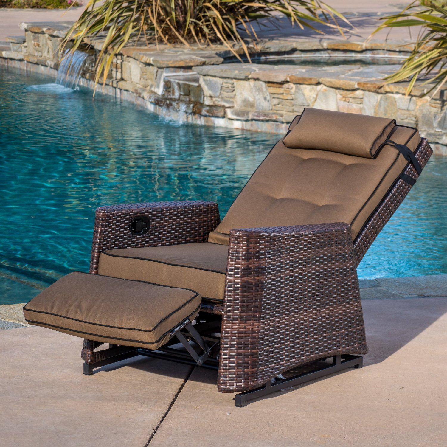 Classy Stylish Wicker Outdoor Recliner